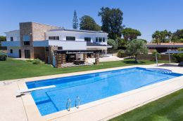 Superb newly built villa with pool close to beach and golf